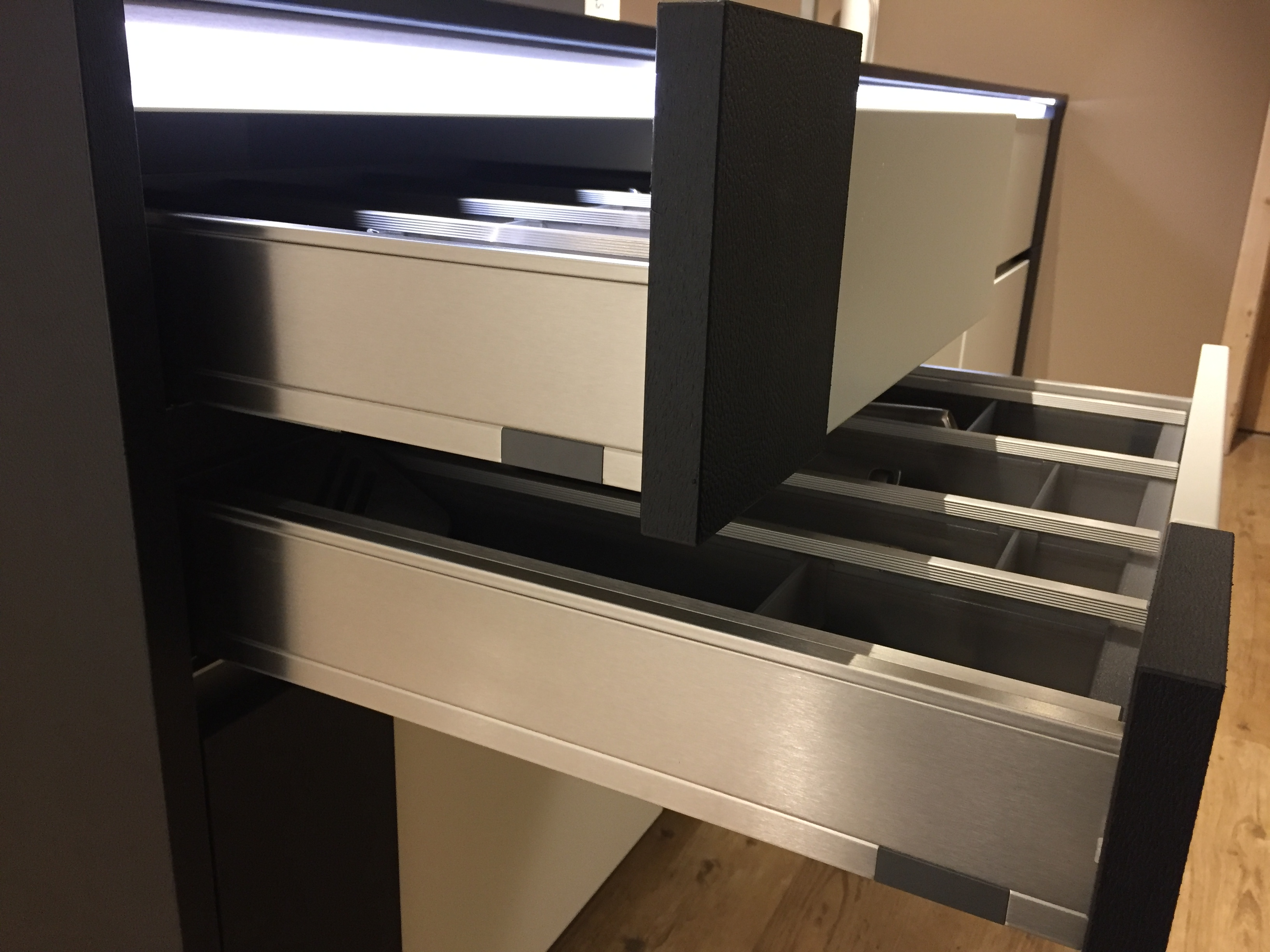 mein ausstellungsst ck neu einbauk che musterk che ausstellungsk che k che. Black Bedroom Furniture Sets. Home Design Ideas