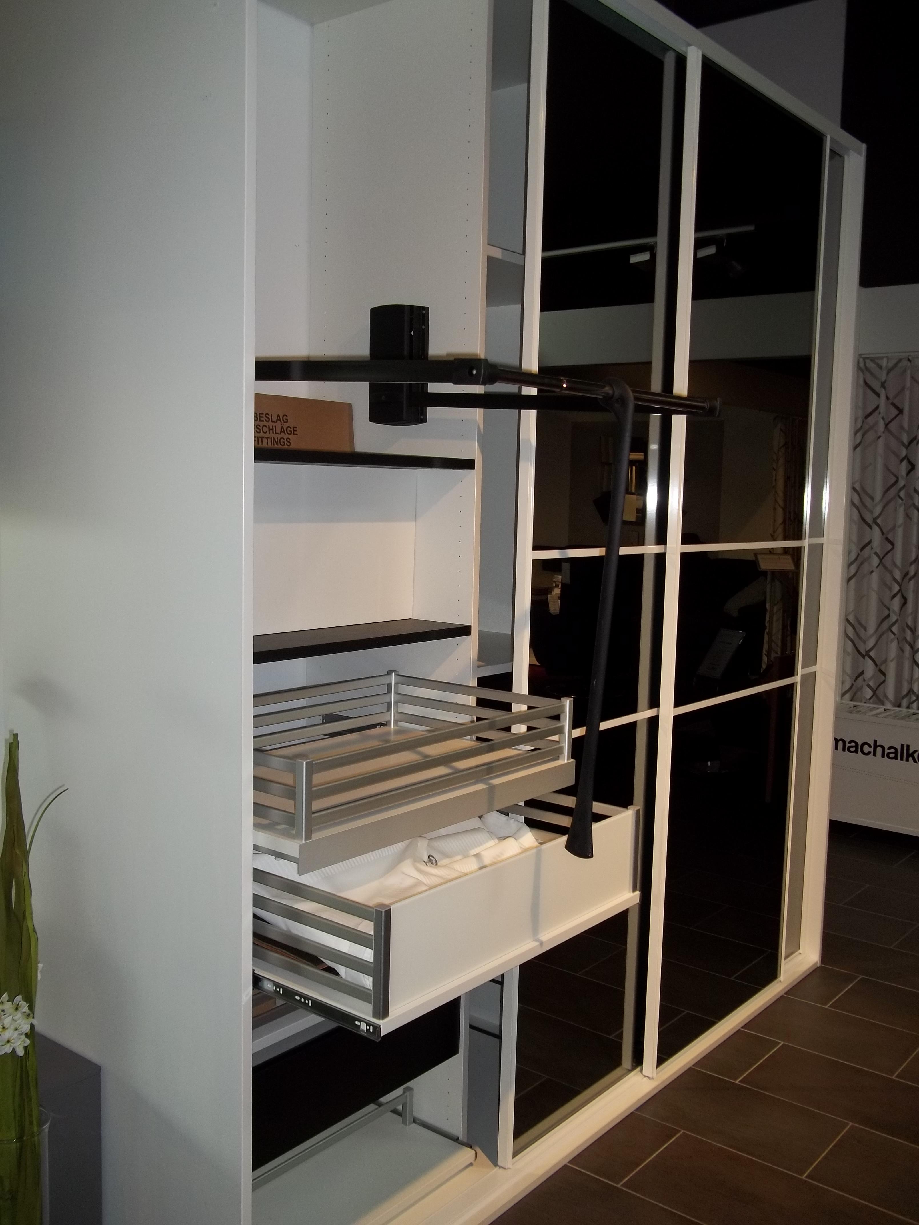 mein ausstellungsst ck schiebet ren schrank. Black Bedroom Furniture Sets. Home Design Ideas