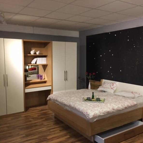 mein ausstellungsst ck schlafzimmer mit schrank. Black Bedroom Furniture Sets. Home Design Ideas